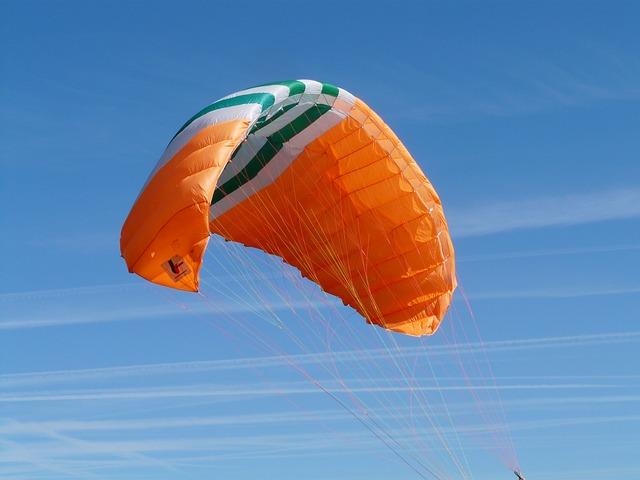 paragliding-59987_640